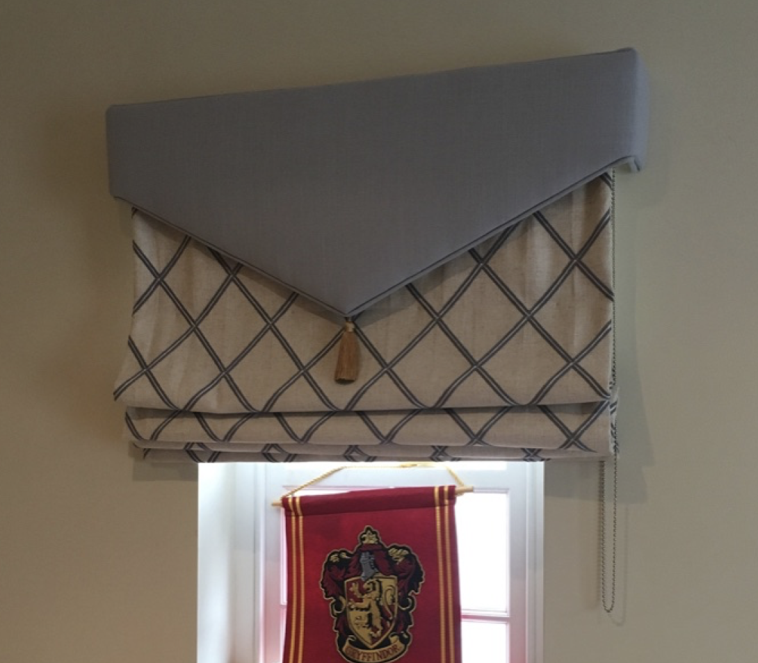 roman blind with shaped pelmet